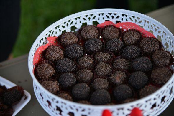 Un buen chocolate, debe de tener un alto contenido de manteca de cacao y...