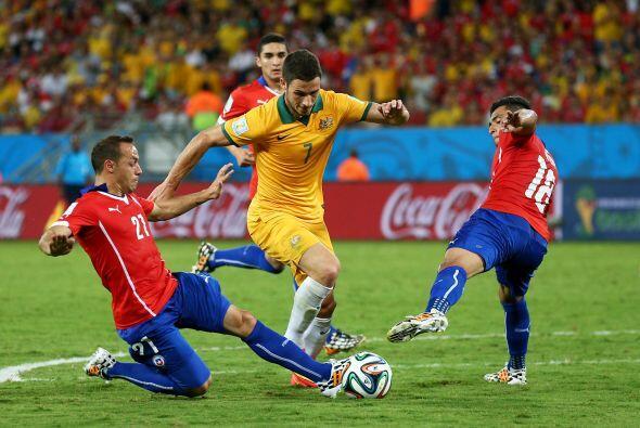 Australia adelantó líneas y se fue en busca del empate mie...