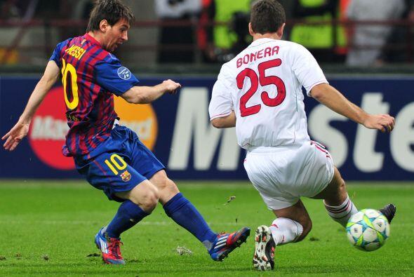 Lionel Messi se vio en una posición un tanto más retrasada, buscando gen...