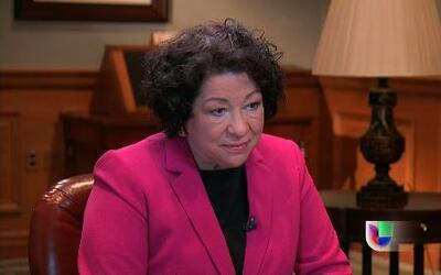 La jueza de la Corte Suprema Sonia Sotomayor habló con Jorge Ramos sobre...