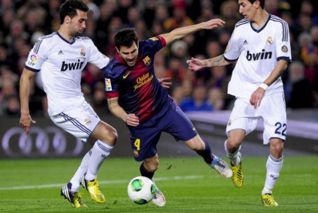 El Barcelona comenzó dominando y aprovechando los espacios del Madrid en...