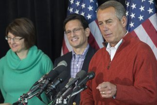 De izquierda a derecha los congresistas republicanos Cathy McMorris (Was...