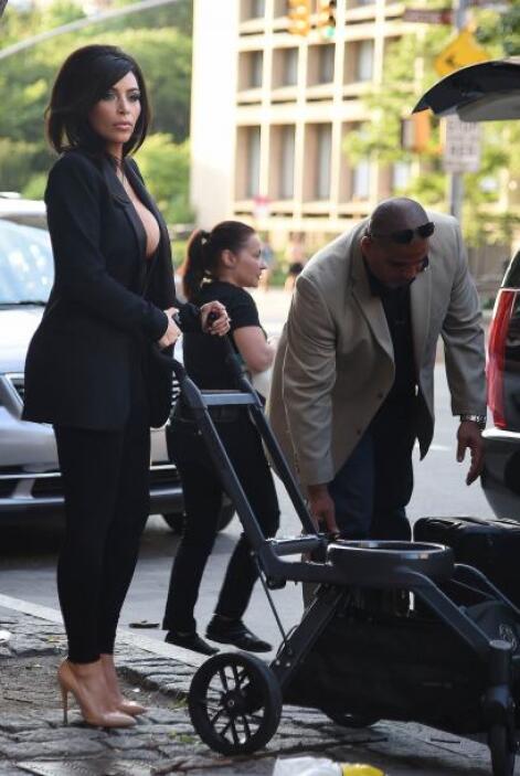 Kim Kardashian nuevamente nos dejó con la boda abierta.Más videos de Chi...
