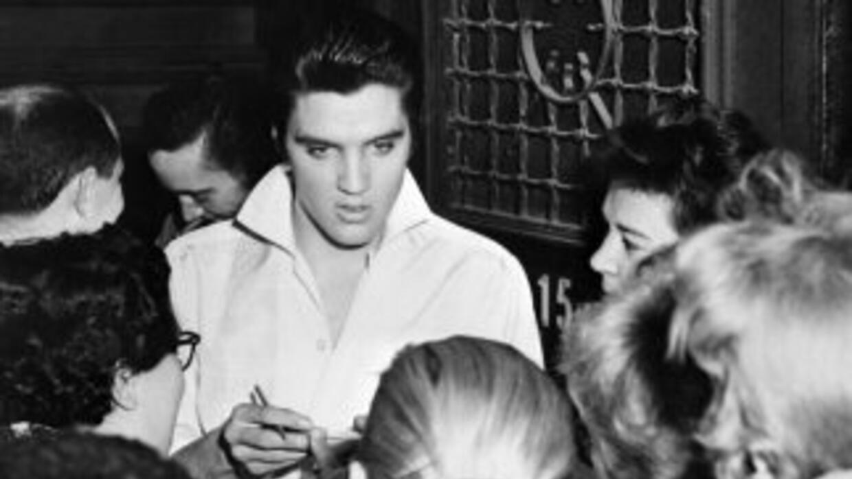 Elvis Presley fue considerado el rey del rock and roll.