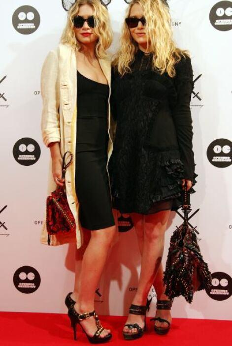 Durante un evento en Japón, las Olsen pensaron que irían muy cool con or...