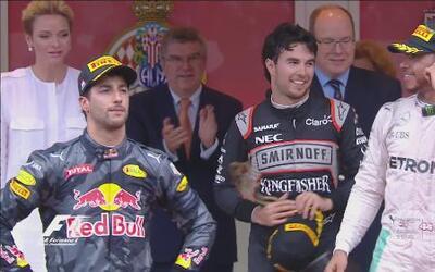 'Checo' Pérez acaba tercero el Gran Premio de Mónaco, por detrás de Hami...