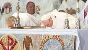 Papa oficia misa en la Basílica de Guadalupe.