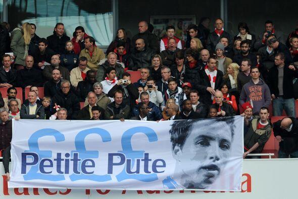 ¿Qué significa el letrero de los fans del Arsenal le dedic...