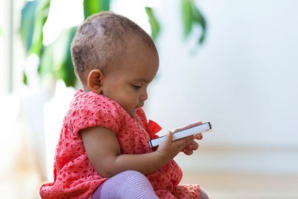 A prueba de sus manitas. ¿Te preocupa que tus hijos investiguen tu teléf...