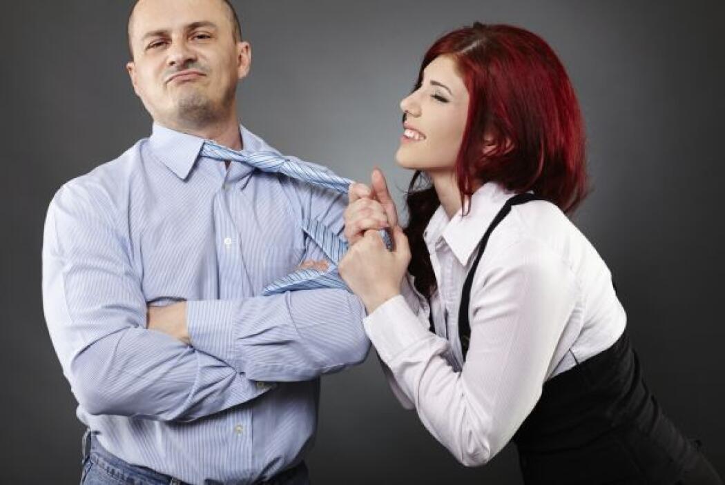 Es normal que una persona se sienta atraída por los halagos y las atenci...