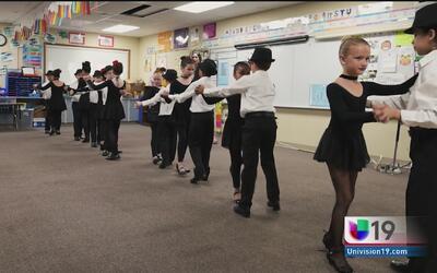 Alumnos aprenden al ritmo de una danza sin fronteras