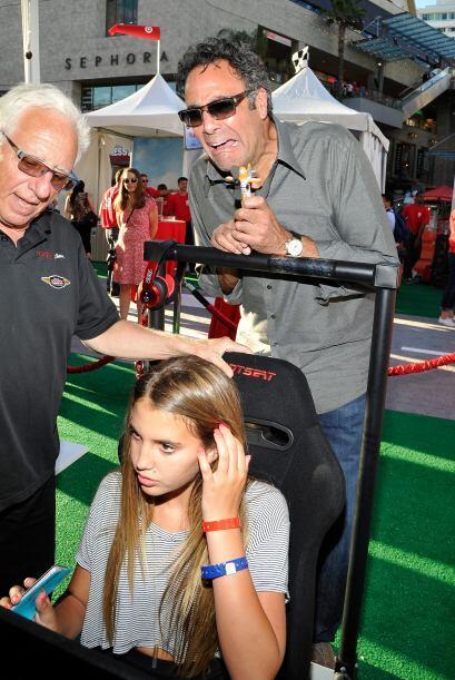 Finalmente tenemos a Brad Garrett y a su hija, Hope Violet Garrett. Al p...