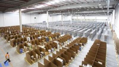 Imagen de uno de los almacenes de distribución de la compañía Amazon, la...