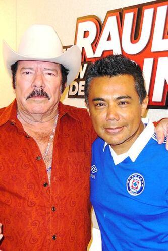 Después de dos décadas de haberse separado de Los Invasores, Lalo Mora y...