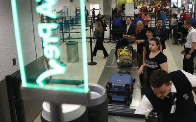 Refuerzan la seguridad en el Aeropuerto Internacional de Miami tras el t...
