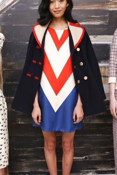 También puedes encontrar vestidos que combinen los tres colores, pero de...