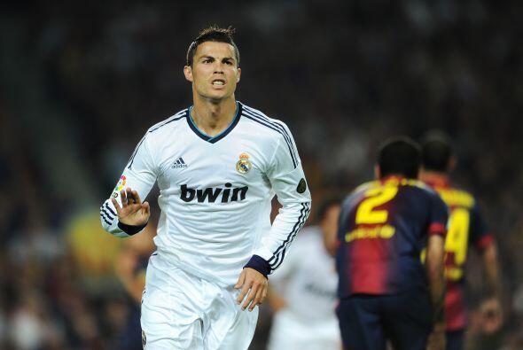 Cristiano Ronaldo recibió la pelota dentro del área y sin poco ángulo de...