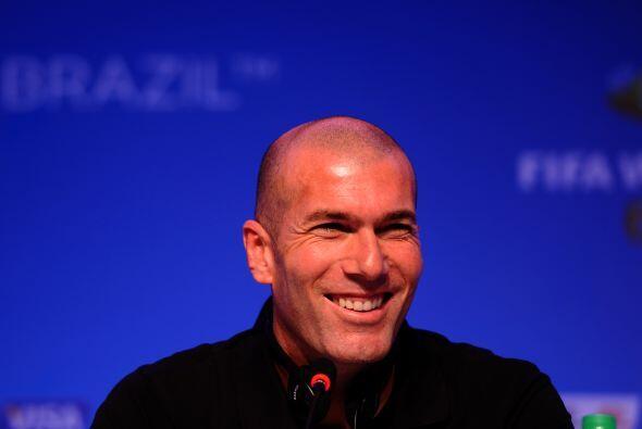 ZINEDINE ZIDANE. Mientras era jugador del Real Madrid, el entonces medio...