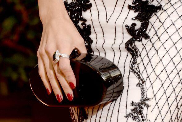 La actriz Jenna Dewan eligió este precioso 'clutch' rígido...