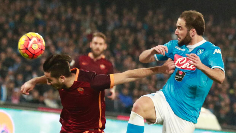 Nápoles y Roma empatan en un partido tenso