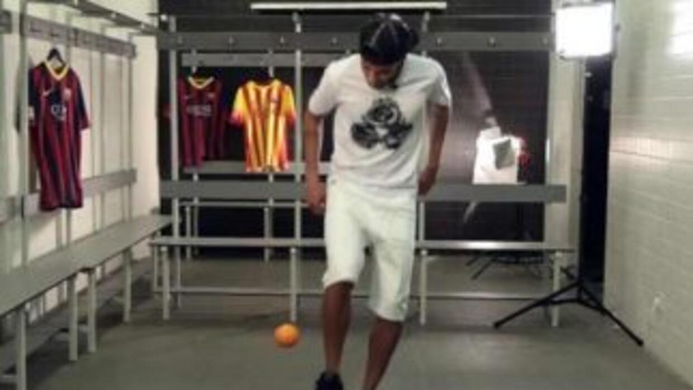 Neymar nos demostró que es muy hábil para dominar.