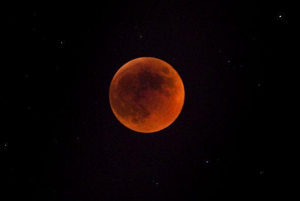 La última vez que tuvo lugar una serie de cuatro eclipses lunares...