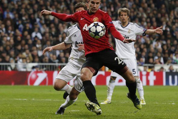 Primero fue un disparo potente de Rooney que pegó en el travesa&n...