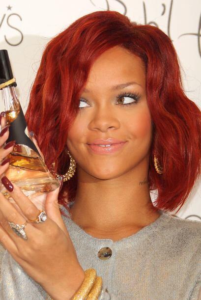 3.- Rihanna hace poco lanzó al mercado 'Reb'l Fleur'. Una fragancia pens...