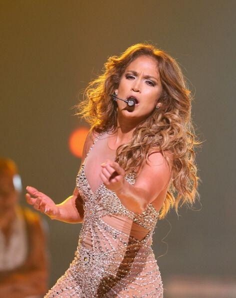 ¡Jennifer López es otra chica que luce increíble con...