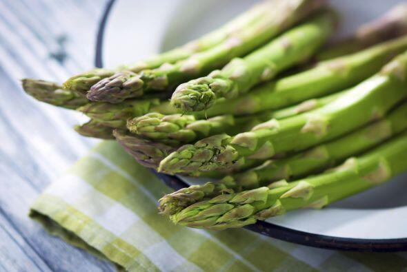 Vitamina E. Alimentos como los aceites vegetales, nueces, semillas, acei...
