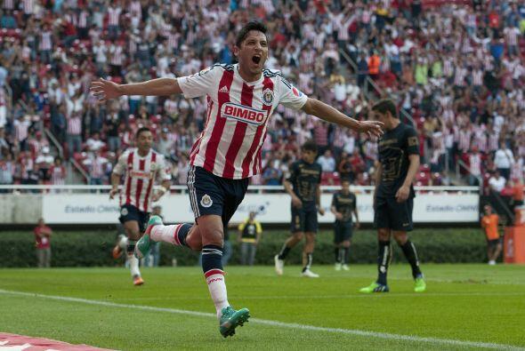 El delantero de Chivas Angel Reyna es otro de los mejores pagados de la...