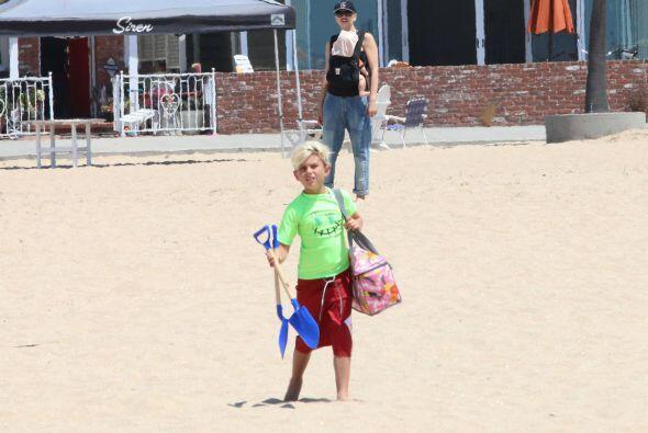 Llegó preparado para disfrutar de la arena y listo para zambullirse en e...