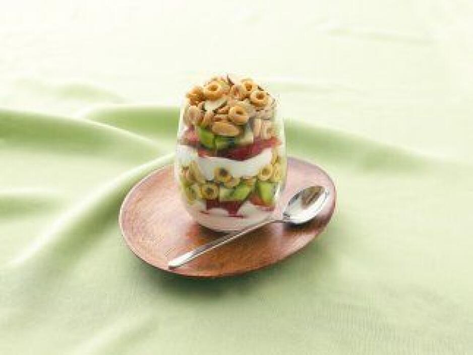 Parfaits de Fresa y Kiwi con Cubierta Crujiente: Un postre rápido de pre...