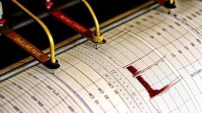 La magnitud preliminar del movimiento telúrico es de 6.7 grados, según e...