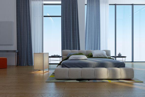 Para visualmente ampliar una ventana o una habitación, elige colo...