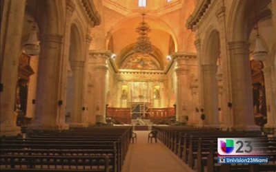 Arreglan el altar de la Catedral de La Habana por la visita del Papa
