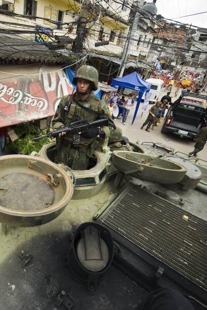 La acción policial con apoyo de blindados militares conquist&oacu...