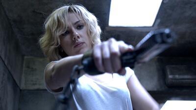 """""""Lucy"""", Scarlett regresa como un arma letal"""