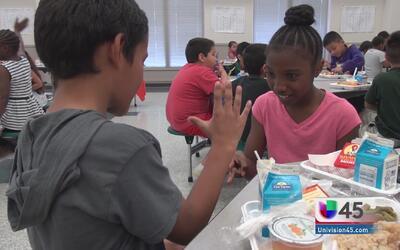 Desayuno y almuerzo gratis para niños en escuelas públicas de Houston