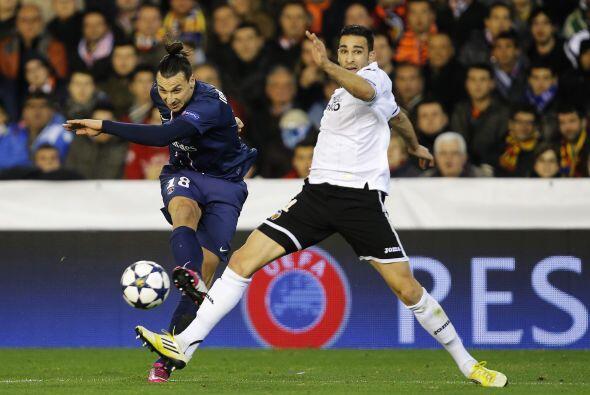 Zlatan Ibrahimovic movía el juego del equipo francés.