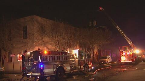 Más de 100 bomberos controlaron un grave incendio en un edificio de Pass...