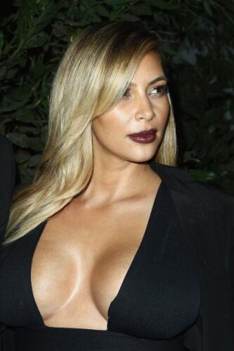 Kim Kardashian está simplemente deslumbrante. Mira aquí lo último en chi...