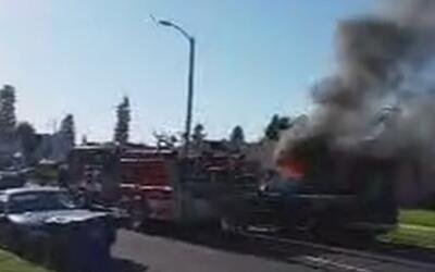 Un voraz incendio en una vivienda de Sur Los Ángeles cobra la vida de un...
