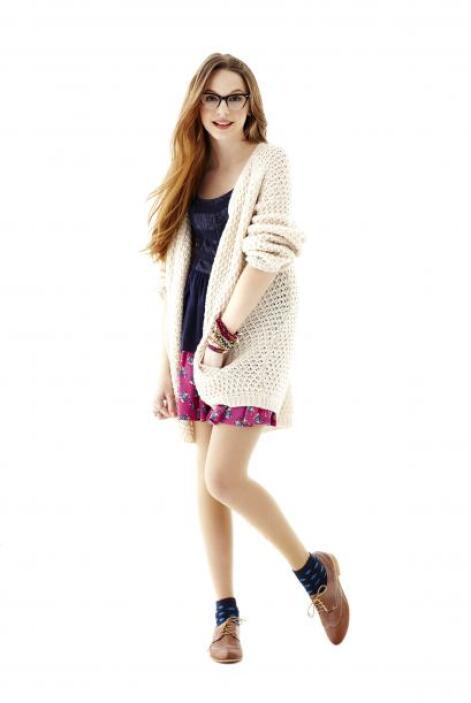 Otra alternativa son las faldas, combinadas con 'cardigans' y zapatos ba...