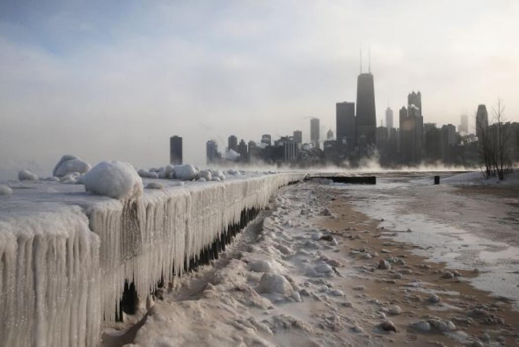El lago Michigan se convirtió en una pista de patinaje. Las autoridades...