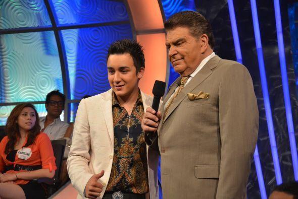 Don Francisco le dio la bienvenida al programa a Kevin Ortiz.