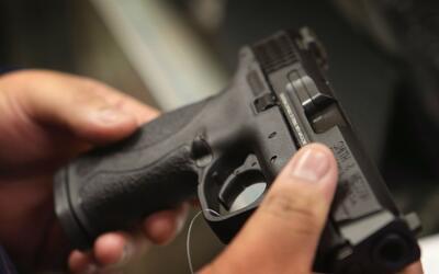 Senadores republicanos buscan eliminar ley que prohíbe el porte de armas...