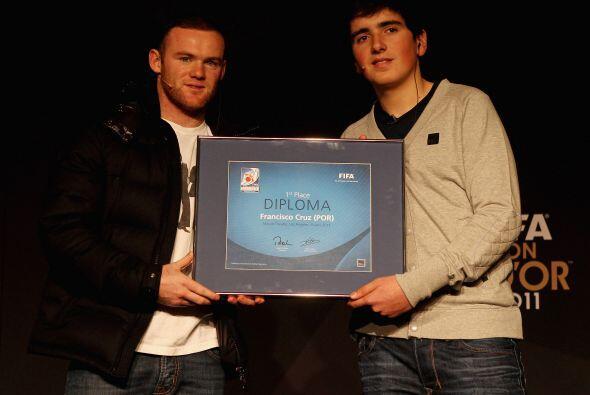 También se entregó el premio al mejor jugador a nivel interactivo, o sea...