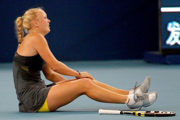 La linda Wozniacki sufrió una pequeña lesión en la...