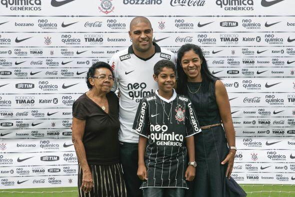 A la presentación Adriano llegó acompañado de su abuela Vanda, su herman...
